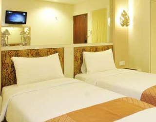 Hotel Pyrenees Jogja - Kamar Superior Twin