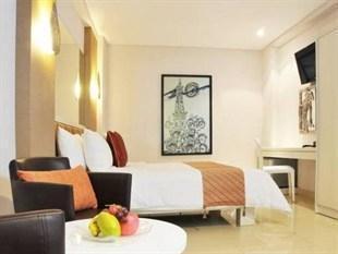 Hotel Pyrenees Jogja - Junior Suite