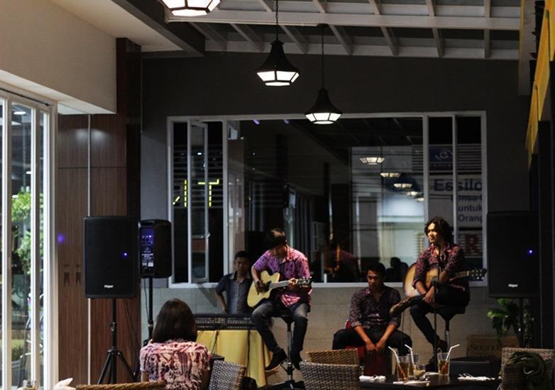 Atrium Premiere Cilacap Cilacap - Musik live
