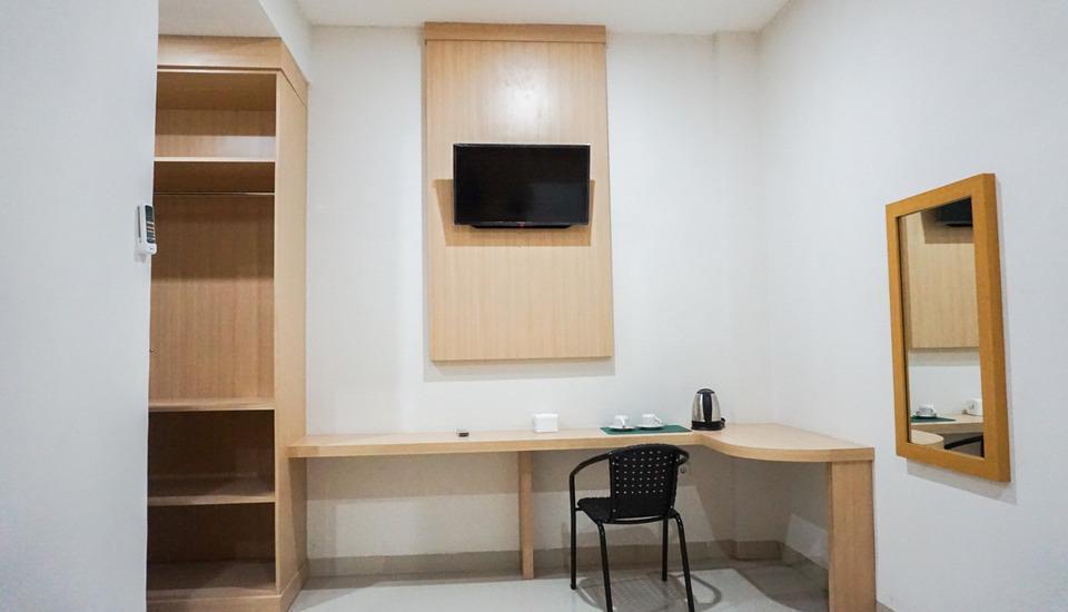 Bahu Bay Residence Manado - Table