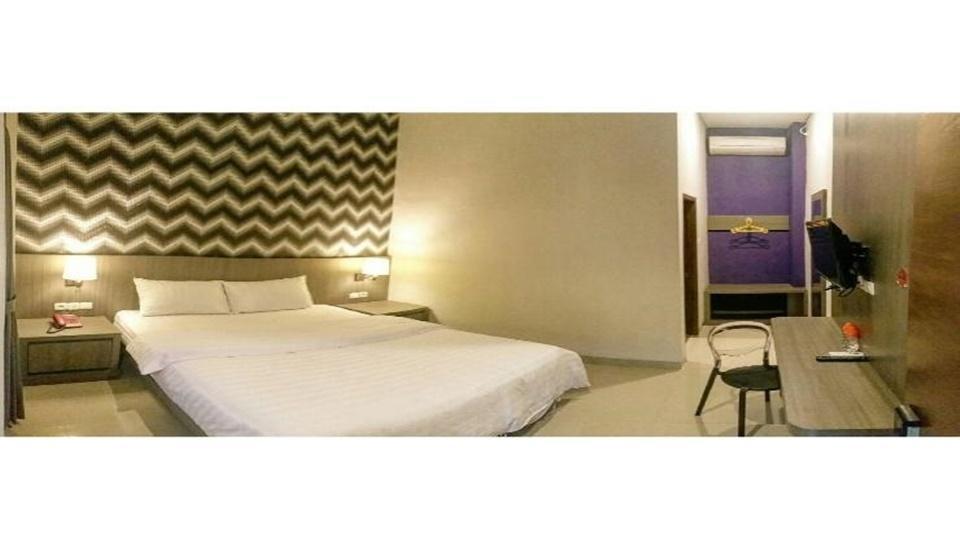 Crystall Inn Malang - Bedroom