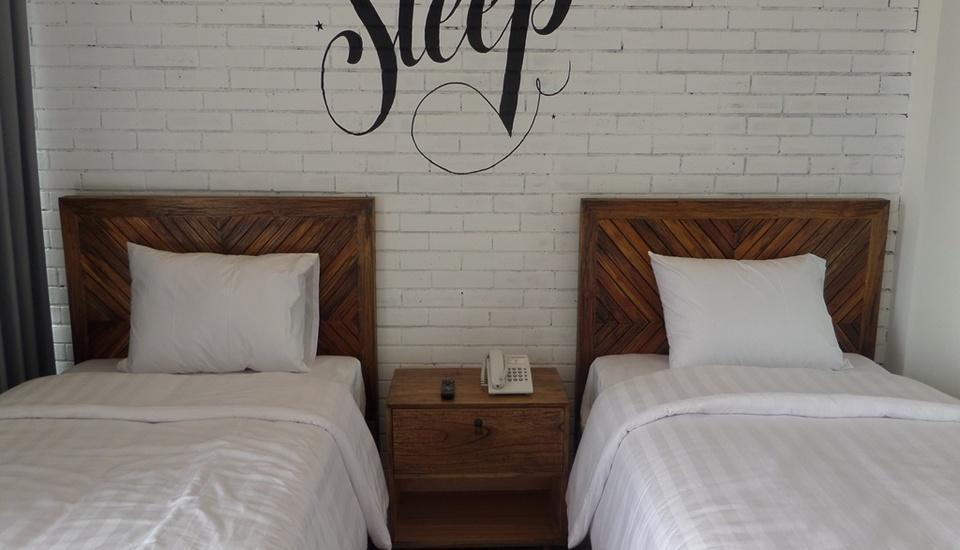 Woodpecker Hotel Yogyakarta - Deluxe Twin