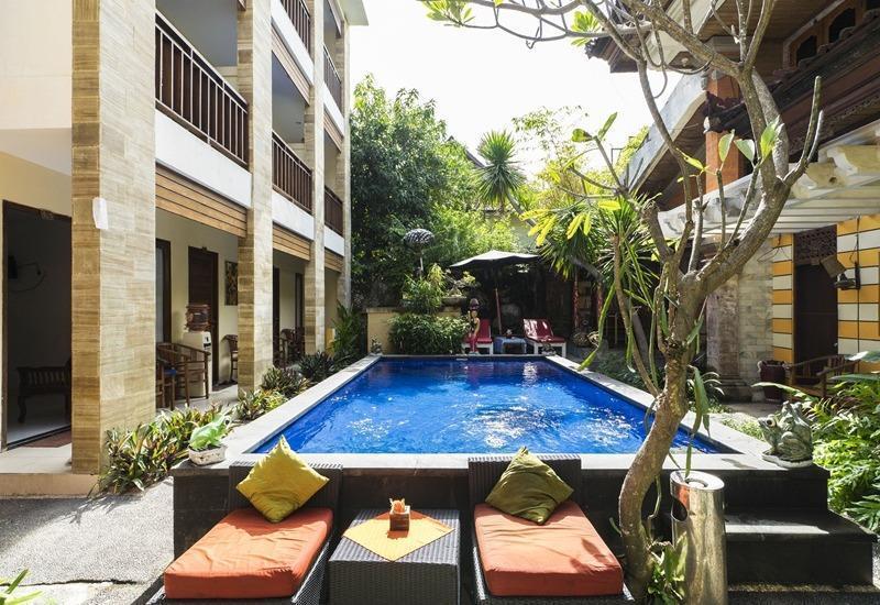 RedDoorz near Semawang Beach Sanur Bali - Kolam Renang