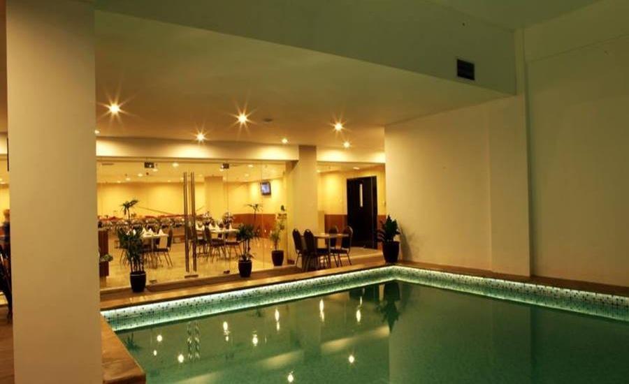 Maestro Hotel Kota Baru Pontianak - Kolam Renang