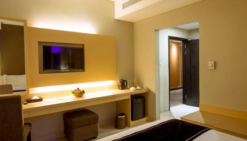 Maestro Hotel Kota Baru Pontianak - Superior Room Only Regular Plan