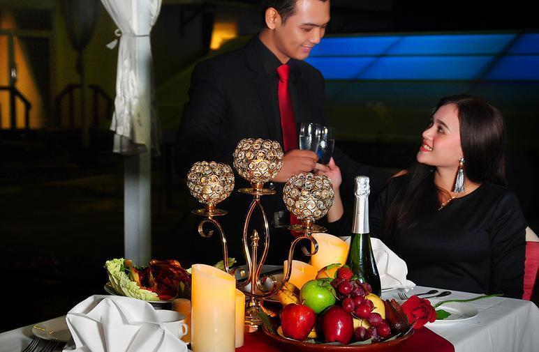Maestro Hotel Kota Baru Pontianak - Makan Malam di Sky Garden Maestro Hotel