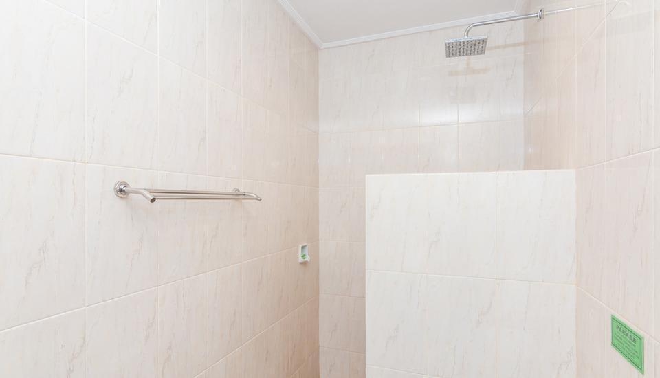 ZenRooms Ubud Pengosekan 1 - Kamar mandi