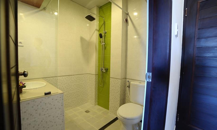 Sandat Hotel Kuta - Kamar mandi