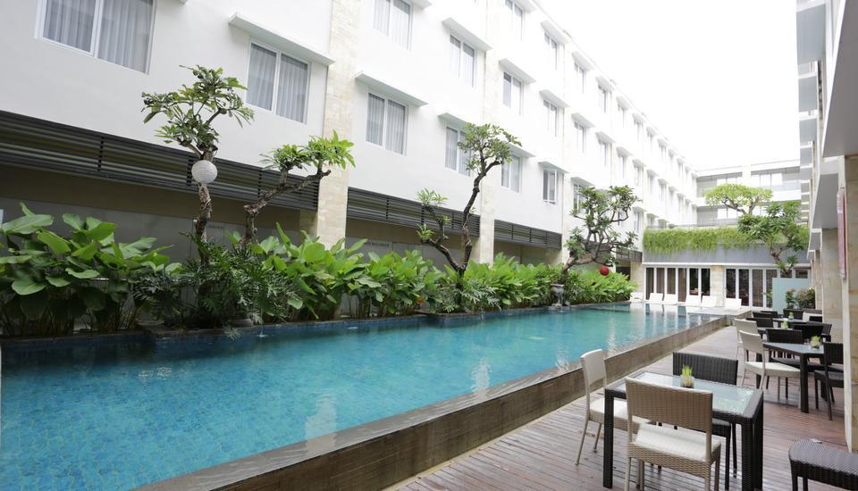 RedDoorz Plus near Mall Bali Galeria - Kolam Renang