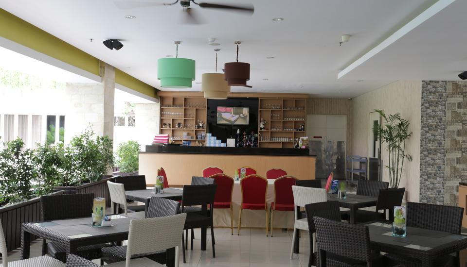 RedDoorz Plus near Mall Bali Galeria - Interior