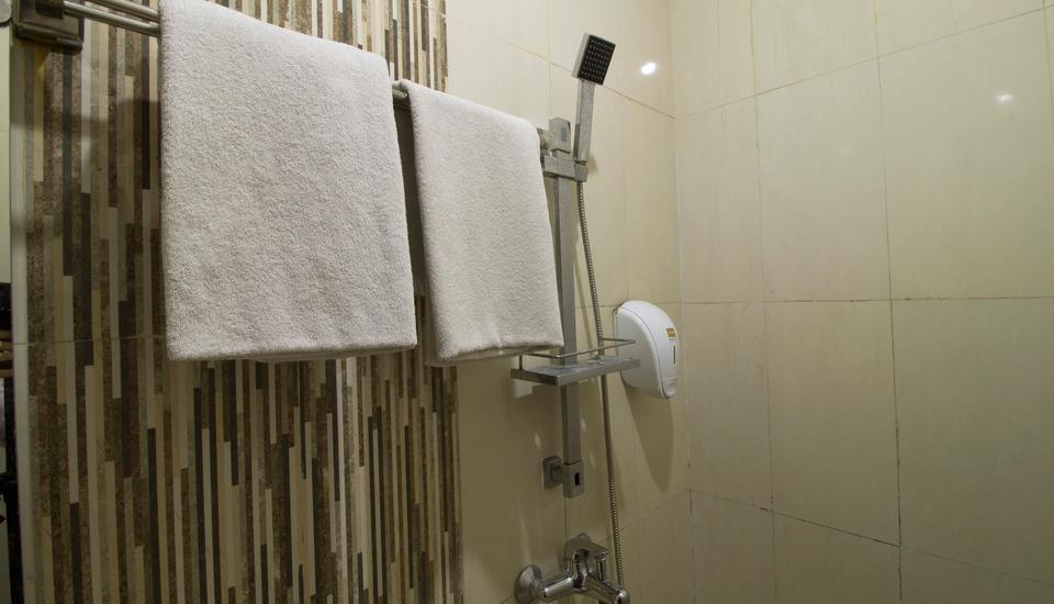 RedDoorz @Cihampelas 3 Bandung - Kamar mandi