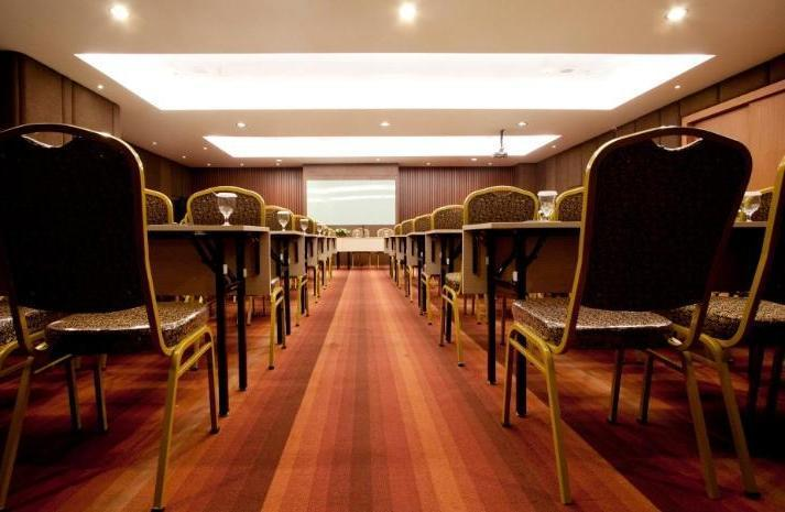 Hotel Aswin Makassar - Meeting Room