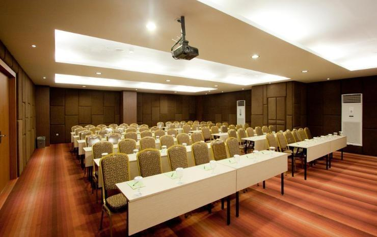 Aswin Hotel & Spa Makassar - Meeting Room