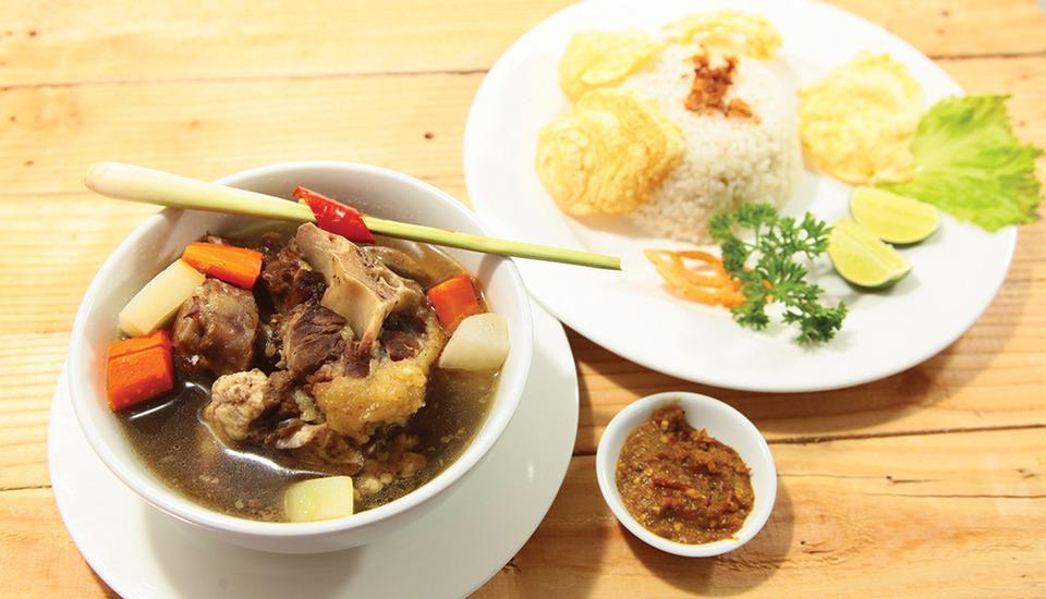 Aswin Hotel & Spa Makassar - Soup Buntut