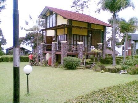 Villa Istana Bunga 2 Bedrooms Bandung - Villa Blok S Man