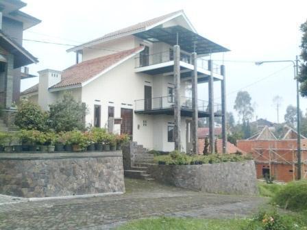 Villa Istana Bunga 2 Bedrooms Bandung - Villa Blok M Putih