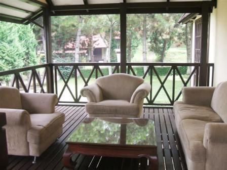 Villa Istana Bunga 2 Bedrooms Bandung - Villa Dudung