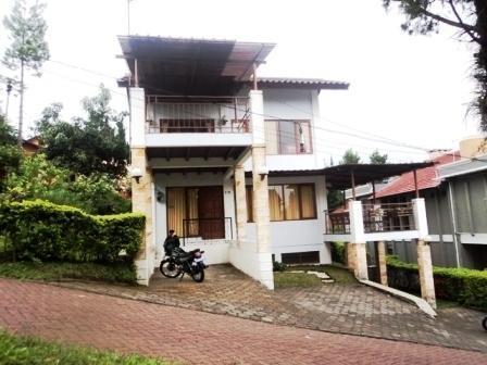 Villa Istana Bunga 2 Bedrooms Bandung - Villa Lan 2