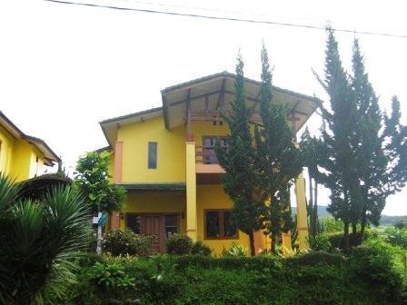 Villa Istana Bunga 2 Bedrooms Bandung - Villa Yeyen