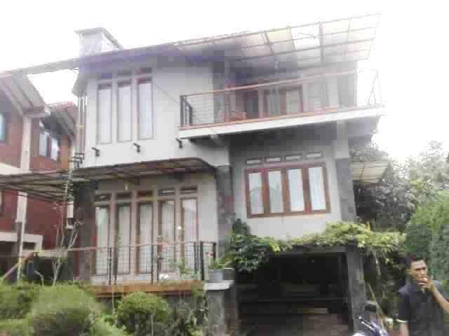 Villa Istana Bunga 2 Bedrooms Bandung - Villa Mayang