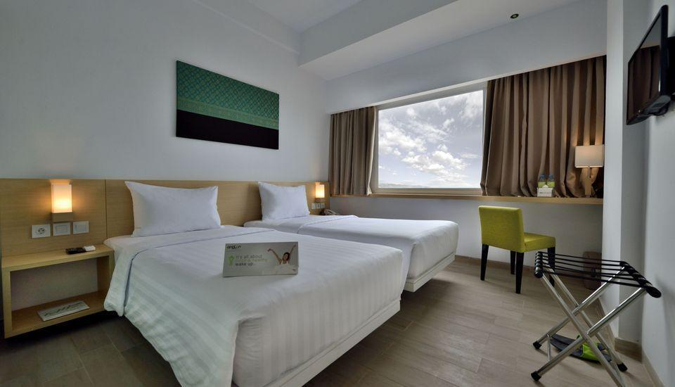 Whiz Hotel Sudirman Pekanbaru - Standard Twin Room Only Regular Plan