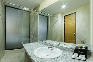 de Laxston Hotel  Yogyakarta - BATHROOM