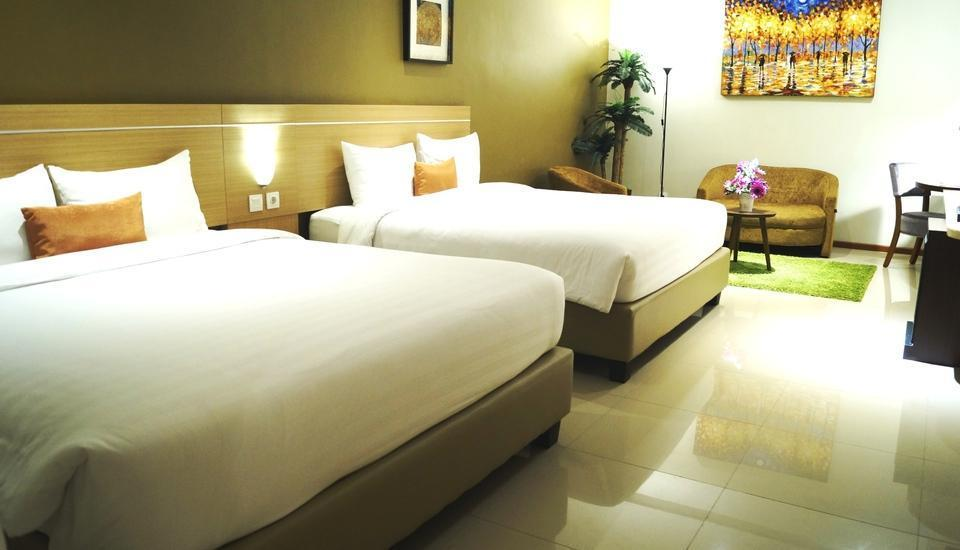 de Laxston Hotel  Yogyakarta - Family suite Room Breakfast Regular Plan