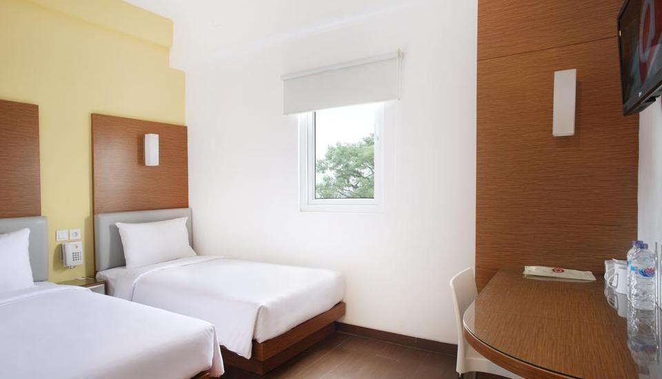 Amaris Hotel Malang - Smart Room Twin Special Promo Last Minute Deal