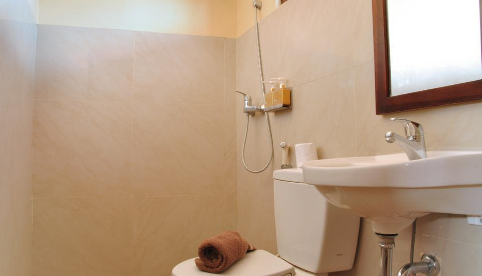 Bemo Corner Guest House Bali - kamar mandi