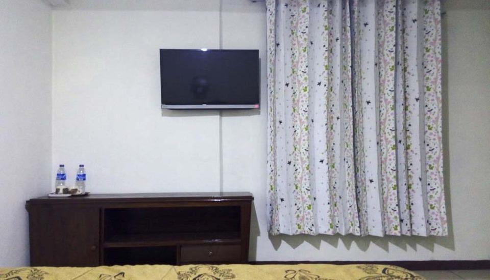 Hotel Buah Sinuan Bandung - Kamar type Superior untuk 2 Orang dengan 1 High Quality Double Spring Bed yang sangat Nyaman