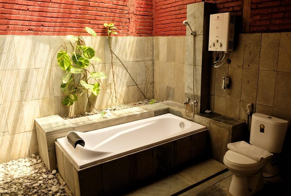 Cempaka Guest House Borobudur - Bathtub