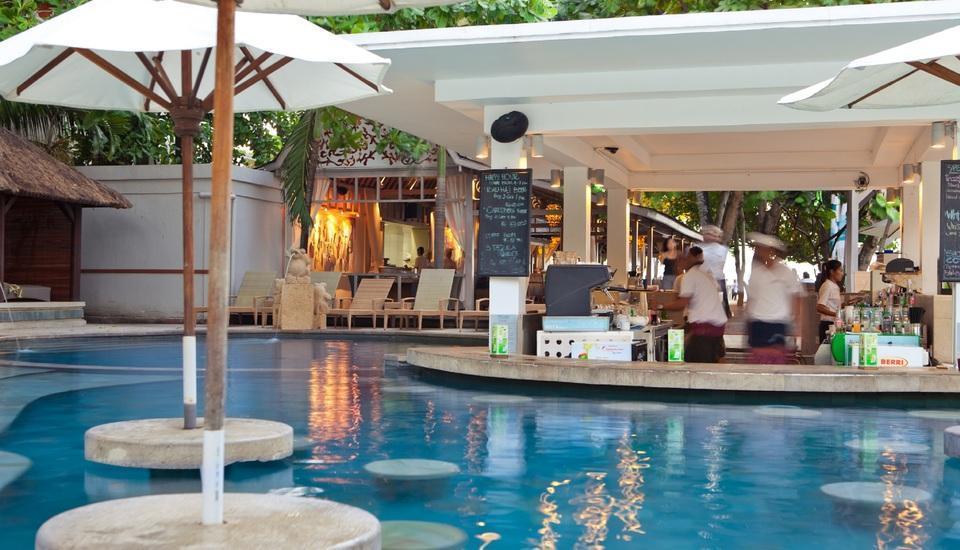 Bali Garden Beach Resort Bali - Bar kolam renang