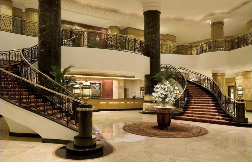Sheraton Surabaya Hotel and Towers Surabaya - Food and Drink