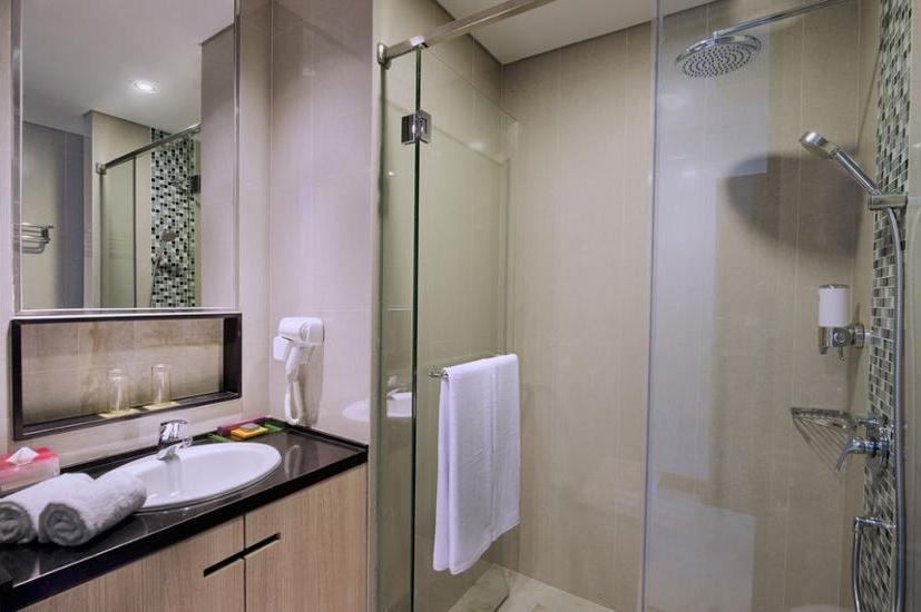 Ibis Styles Jemursari Surabaya - Bathroom