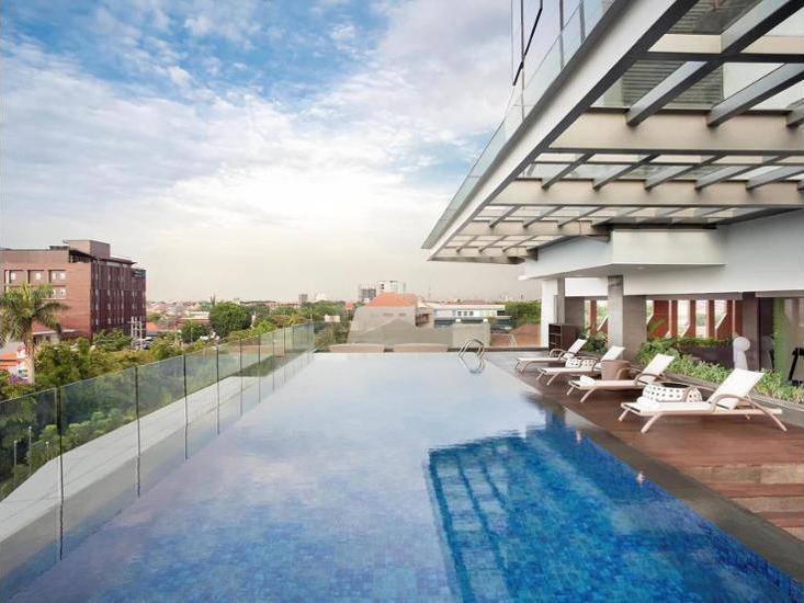 Ibis Styles Jemursari Surabaya - Outdoor Pool