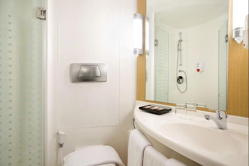 Ibis Bandung Pasteur - Bathroom