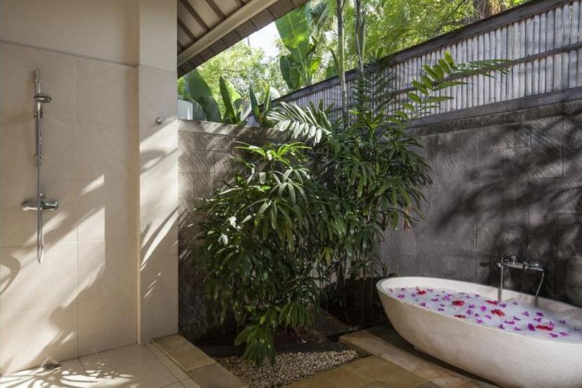 The Lovina Bali - Outdoor Spa Tub