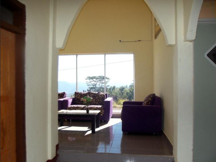 FX 72 Hotel Ruteng Ruteng - Lobby Sitting Area