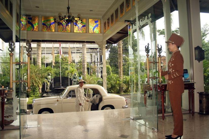 The Phoenix Hotel Yogyakarta - Interior Entrance