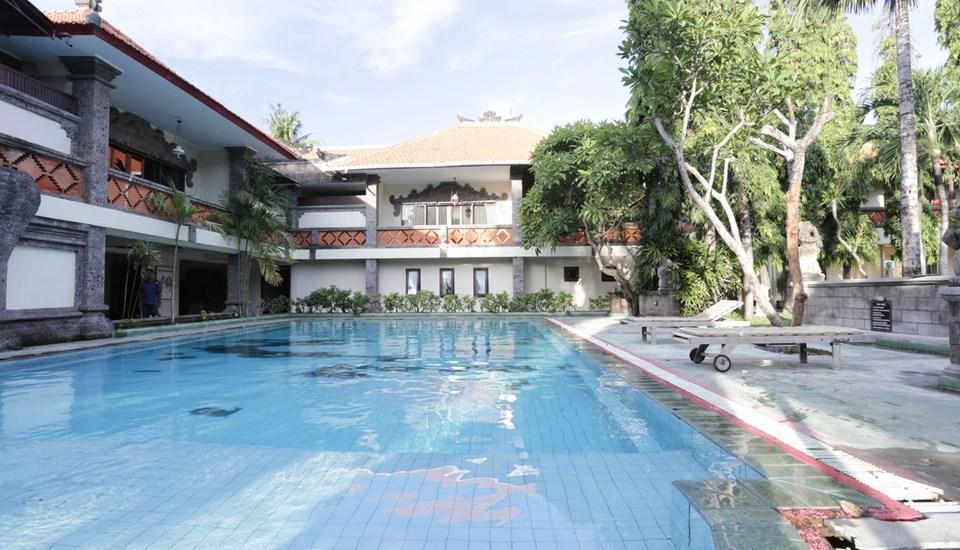 RedDoorz Near Kuta Beach Bali - Kolam Renang