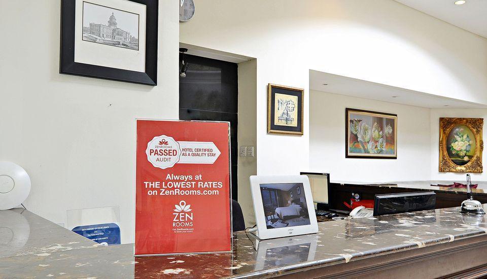 ZEN Premium Dago Bandung - Resepsionis