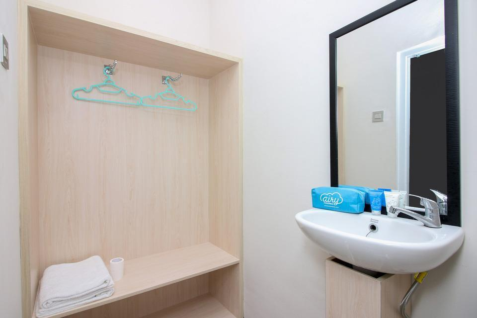 Airy Denpasar Selatan Mertasari Gang Jatianyar Bali Bali - Bathroom