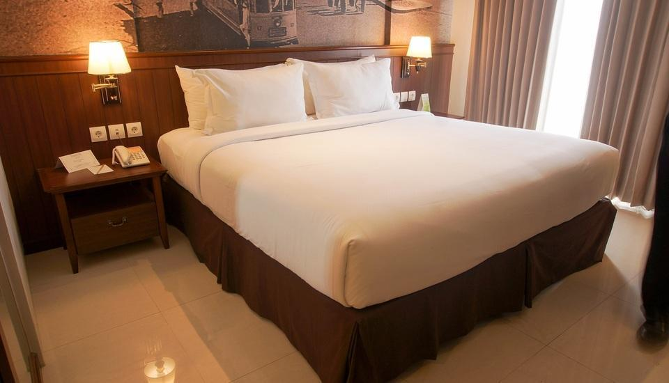 Varna Culture Hotel  Surabaya - Superior Room Breakfast Save 35%