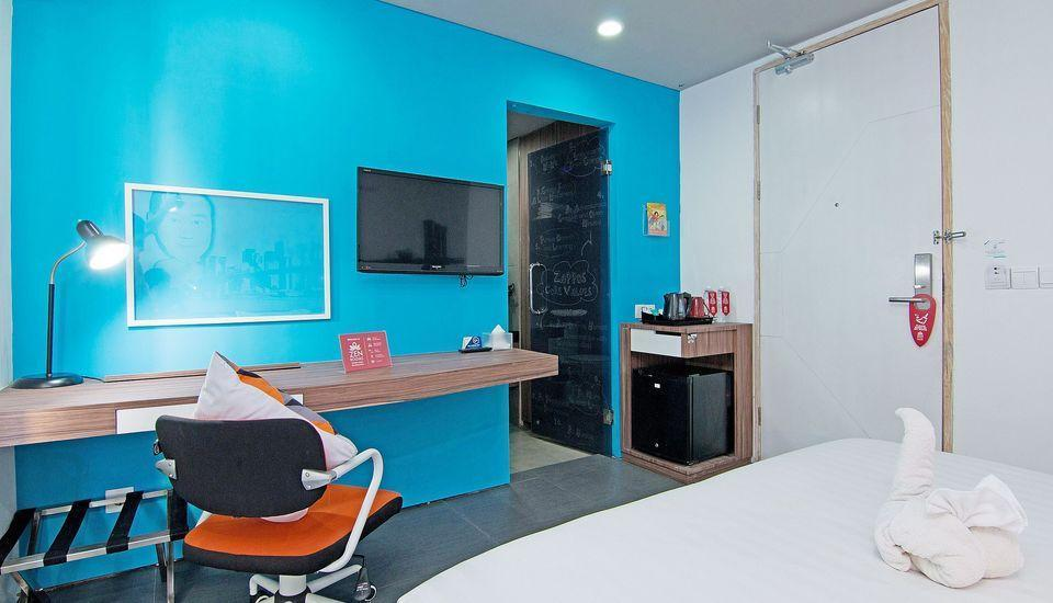 ZenRooms Sunset Road 5 Seminyak - Double Room Only Special Promo