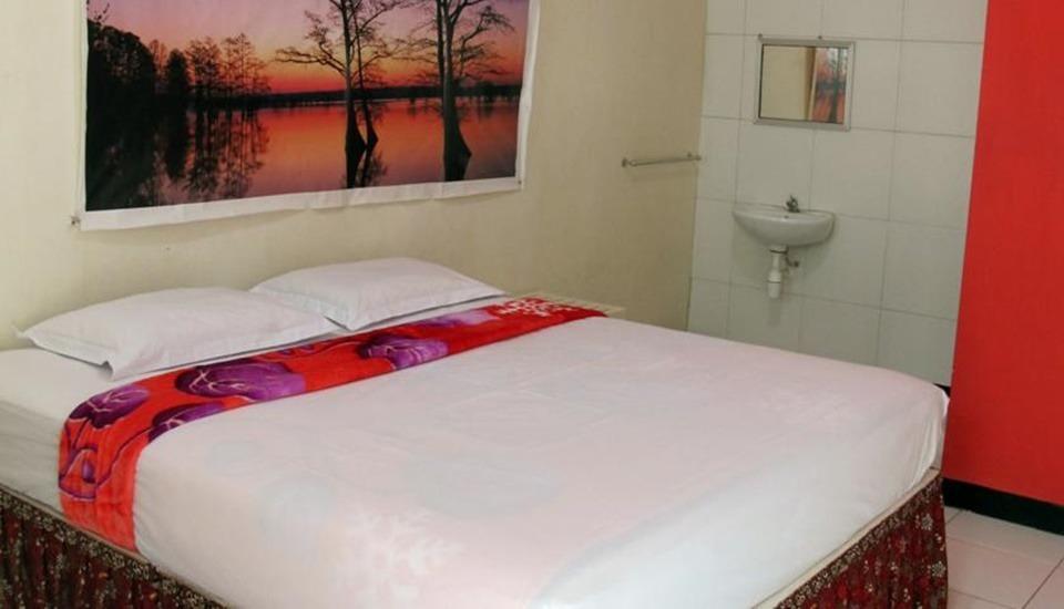 Ria Hotel Jember Jember - Room