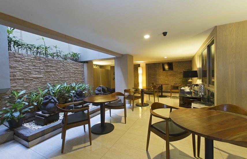 W Home Cikatomas Jakarta Booking Dan Cek Info Hotel