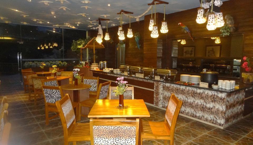 Hotel Pohon Inn Malang - Ruang makan