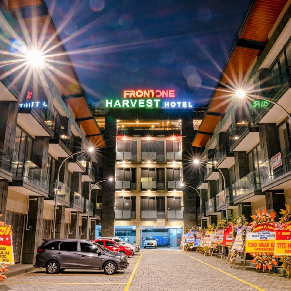 Front One Harvest Hotel Wonosobo