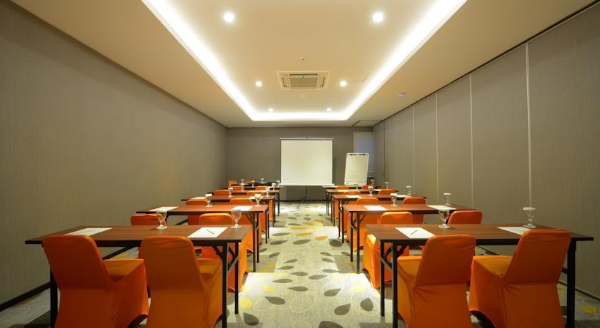 J Hotel Bandara Tangerang - Ruang Rapat