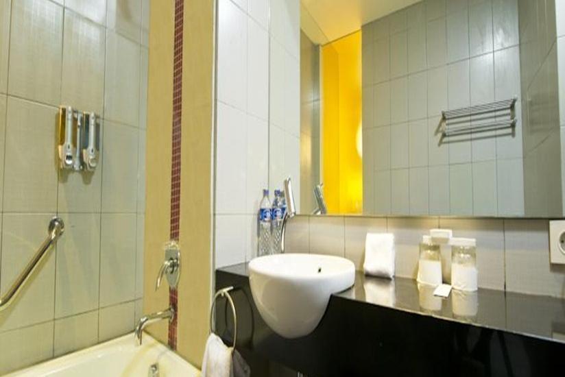 J Hotel Bandara Tangerang - Kamar Mandi